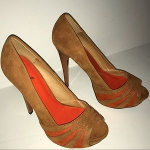 Qupid Tan & Orange Heels 6.5 EUC